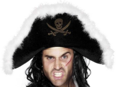 Palarie de pirat cu puf alb